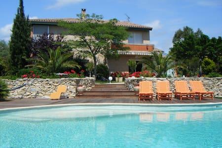 villa d'exception 4 épis GÎTES DE F - Issel - 別荘