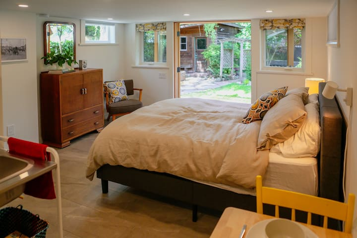 New queen size bed, a view to the garden