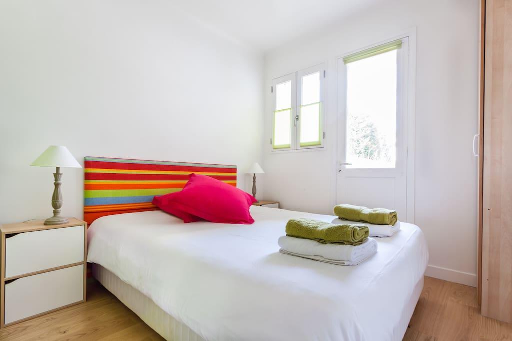 chambre avec balcon sur grande cour au 1er étage