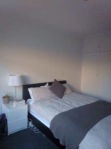 Master Bedroom & Ensuite in Incredible Location! - Saint Kilda East - Wohnung