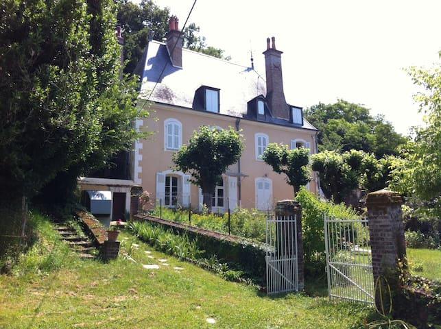 POUR LES 24 HEURES DU MANS    ch 1 - Château-du-Loir - Casa