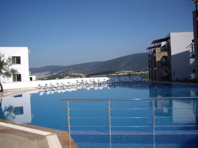 2 bed apartment with pool/seaviews  - Akbuk - Apartemen