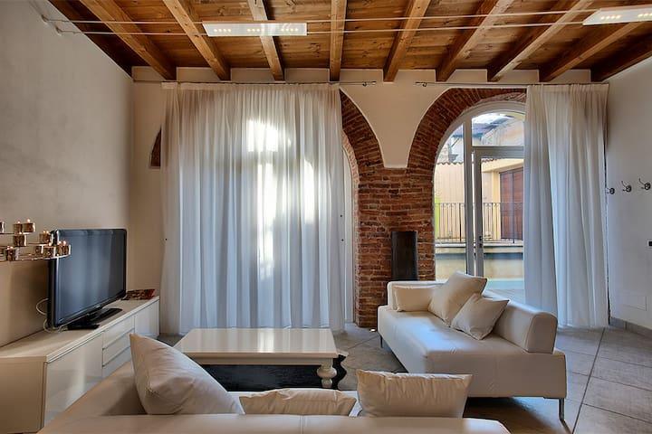 Suite BIANCO E NERO a Villa Maggie  - Malgrate - Casa