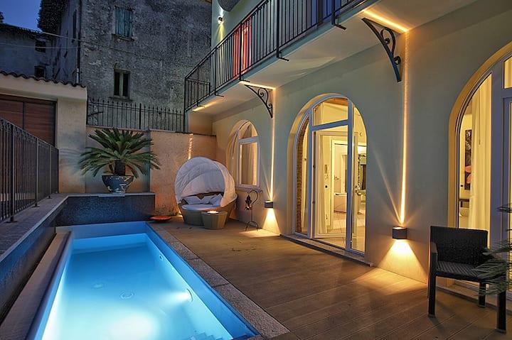 Suite BIANCO E NERO a Villa Maggie