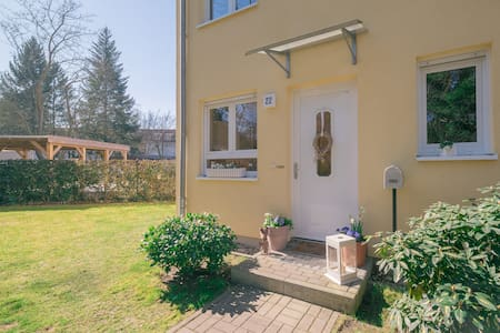 Modern, sunny 130 sqm 3-level  home - Berlin - Rumah