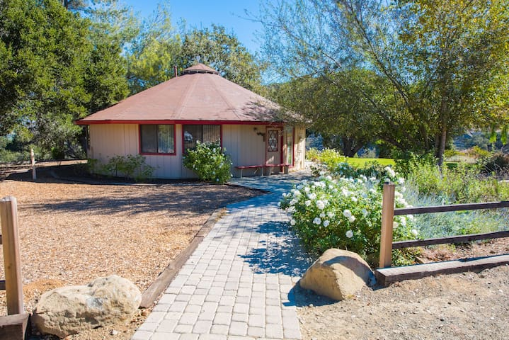 2BR Cottage w/ Wine Country Views