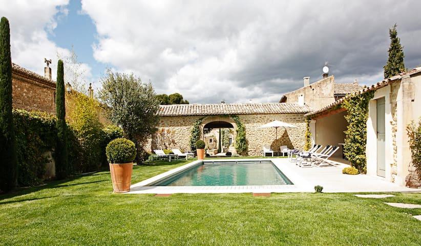 Les 2 Maisons : 108220 - Maubec - Villa