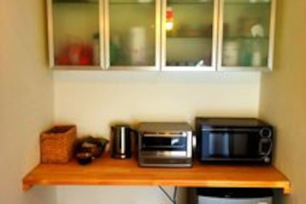 Kitchen nook with complimentary Tea, Coffee and Bottled Water.