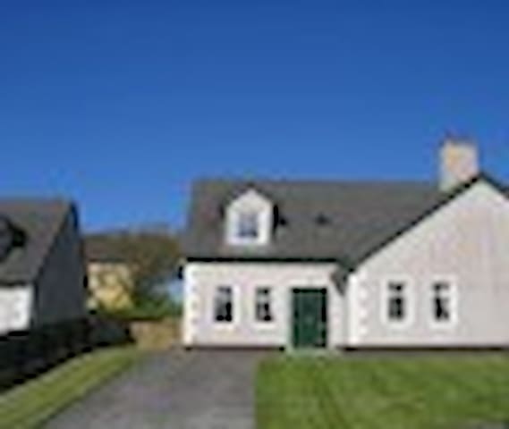3 Bedroom Holiday Home - Enniscrone - Enniscrone - Casa