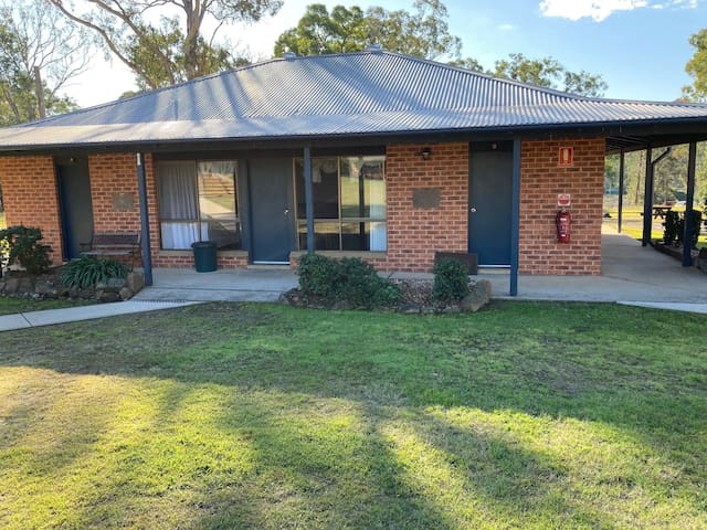 Views, space and peace. A great Hawkesbury retreat