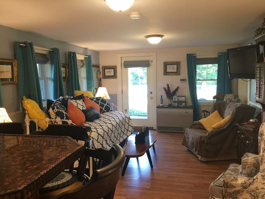 Comfortable Shawnee Suite with lots of natural light