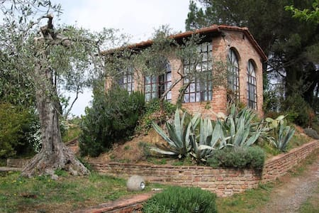 A QUIET GETAWAY IN THE MIDDLE OF THE TUSCAN HILLS - Legoli - Allotjament sostenible a la natura