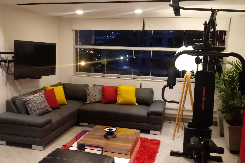 Living room and multifunctional gym. Sala y gimnasio multifuncional.