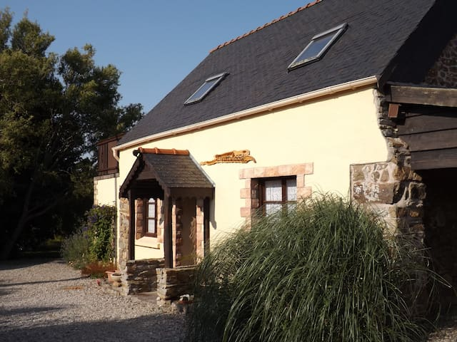 A lovely gite for 4 (can accommodate 6 people) - Lanvéoc - House