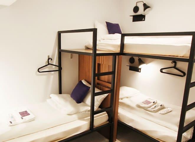 DAAN PARK Hotel - 3 bunk bed private room
