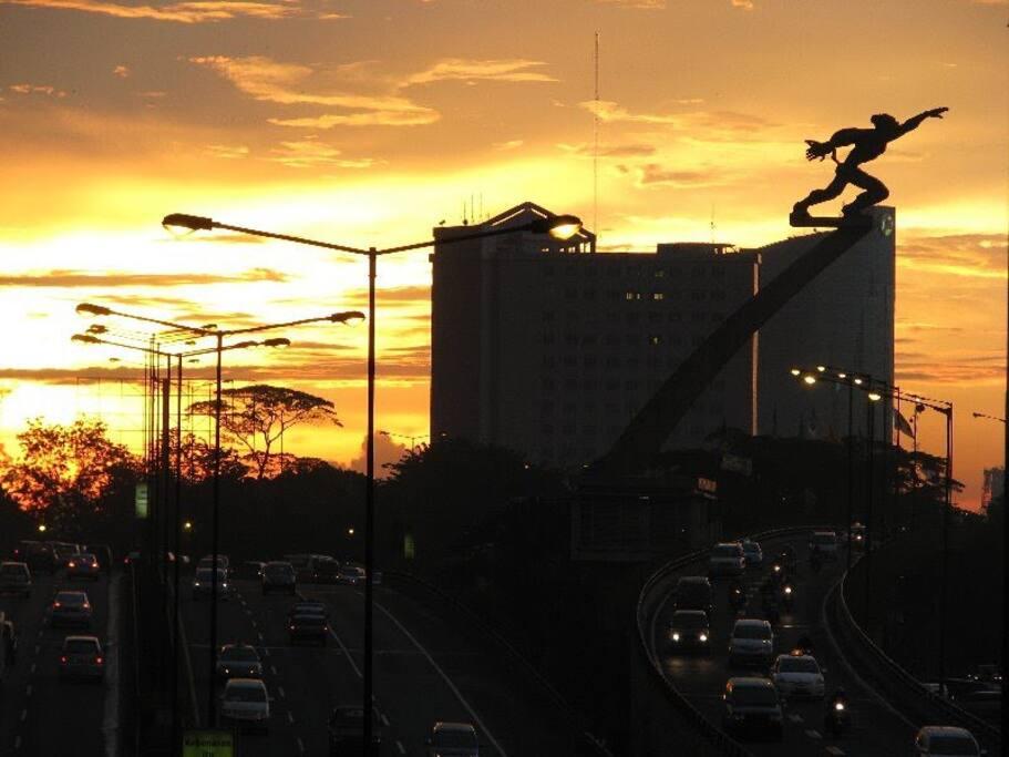 The Pancoran statue during sunset