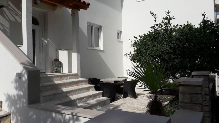 Apartment Zeljko A(2+1) Supetar, Island Brac