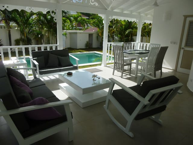 Villa for 8 people near the beach