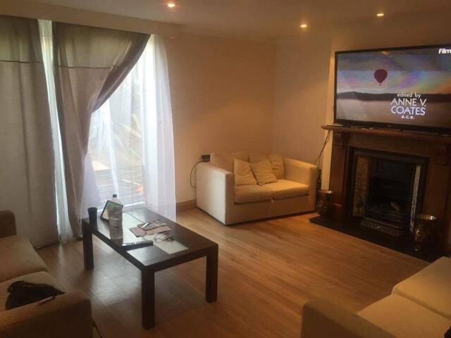 Spacious 2 Floor Flat - Wimbledon - Sleeps 6! - Londýn - Byt