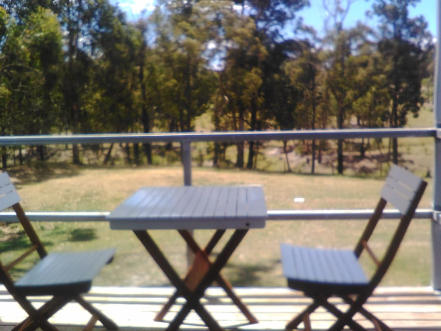 Relax on the porch! Watch the kangaroos, deer, wildlife