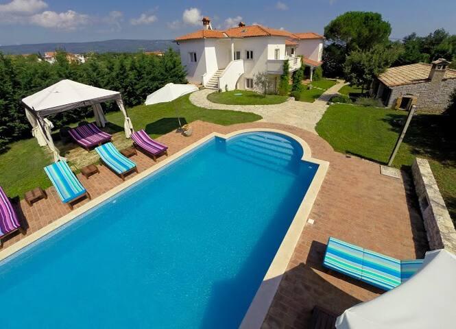 Villa with pool for 16 persons - Rakalj - Villa