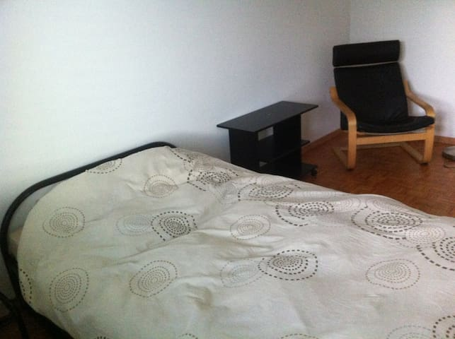 Room near Allmend Messe with fantastic view - Kriens - Pis