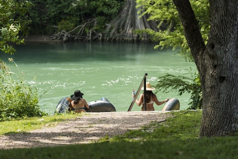 Guadalupe River Glamping- Seguin RV by the river!