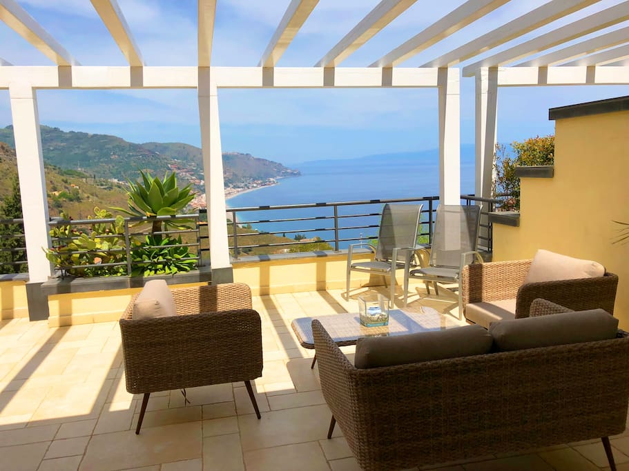 PANORAMIC PENTHOUSE with Terrace Pool & View