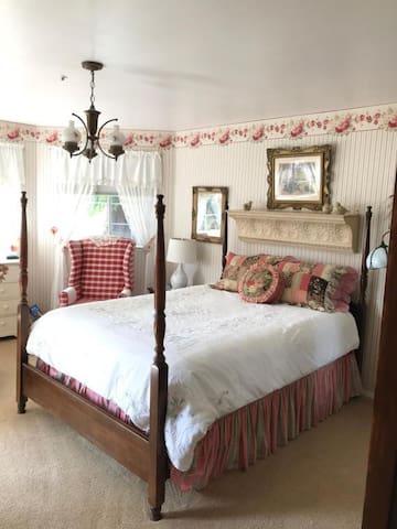 Marina Street Inn, Rambling Rose Suite - Room Only