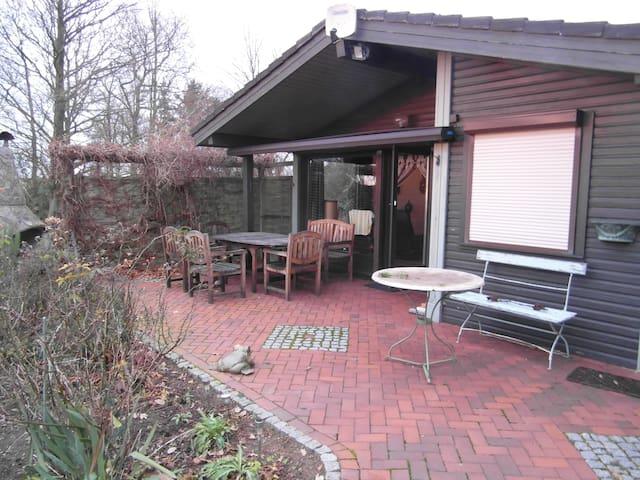 Ruhe hinterm Deich im Holzhaus mit großem Garten - Simonsberg - Huis