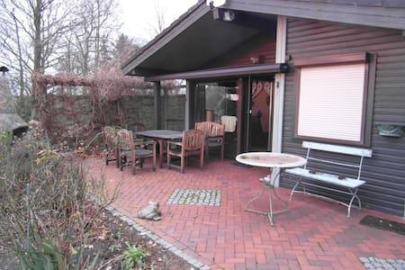 Ruhe hinterm Deich im Holzhaus mit großem Garten - Simonsberg - Haus