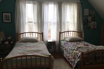 West bedroom with 2 twin beds.