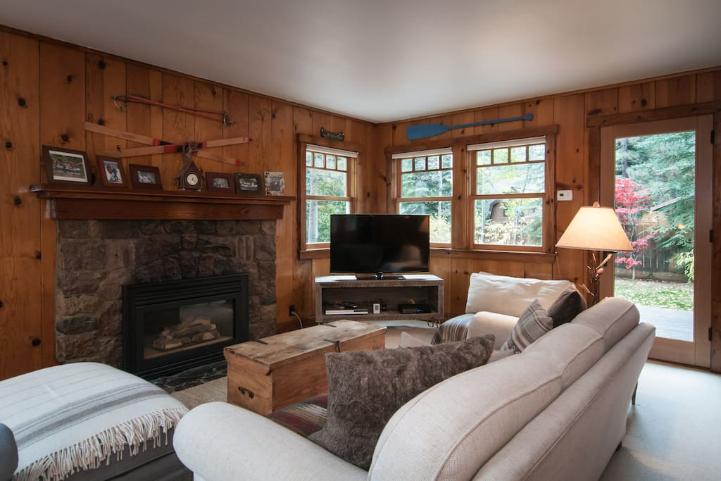 "Living room with gas fireplace and 46"" TV"