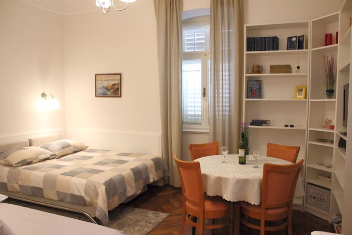Cosy apartment  3 min walk from the beach