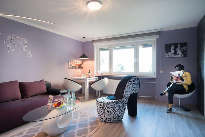 sch nes 2 zimmer apartment in neu isenburg service apartments zur miete in neu isenburg. Black Bedroom Furniture Sets. Home Design Ideas