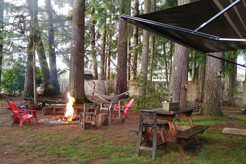 Outdoor space and fire wood and papers stored under tarp for your use...picnic table for outside dinners too!