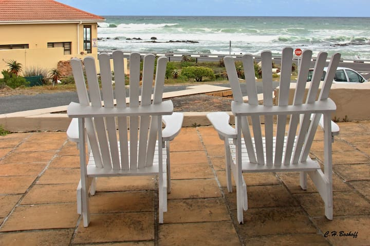 Walkerbay Accommodation Studio Apartment