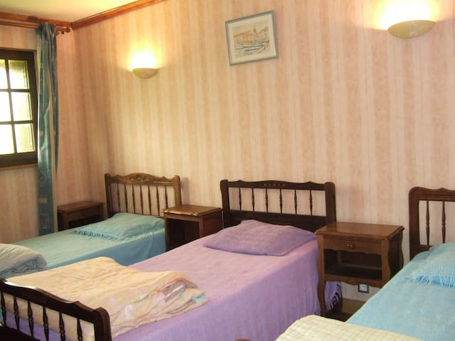 Chambre 3 avec 3 lits de 90