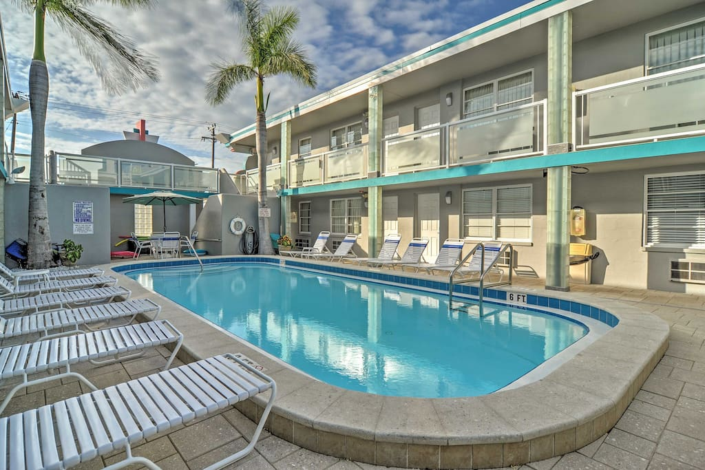 Elevate your Clearwater Beach retreat with this marvelous vacation rental studio.