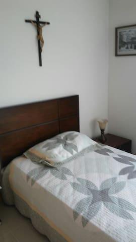 Alcoba 2 / Guest bedroom 1