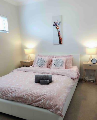Innaloo  apartment 10min-to City &5min-to beach