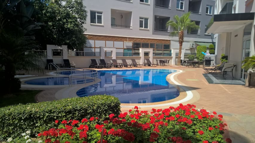 Nice apartment with pool, gym, close to the beach - Alanya - Leilighet