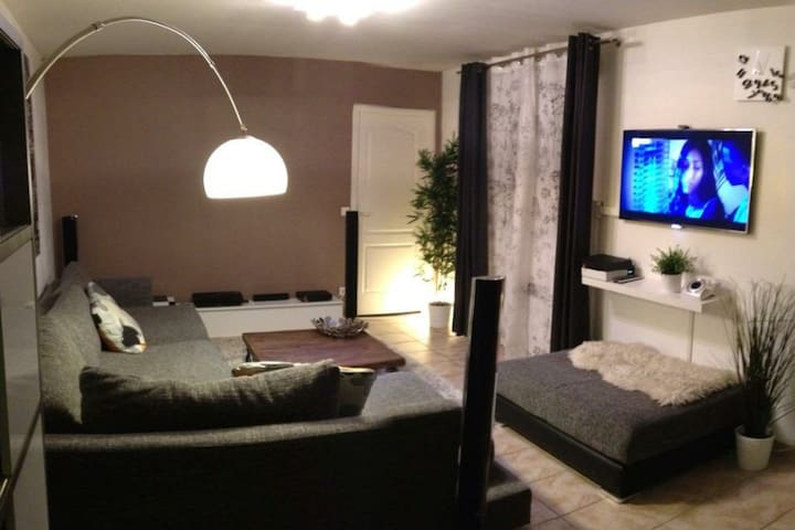 Beautiful flat 20min Paris Center and CDG airport - La Courneuve - Pis