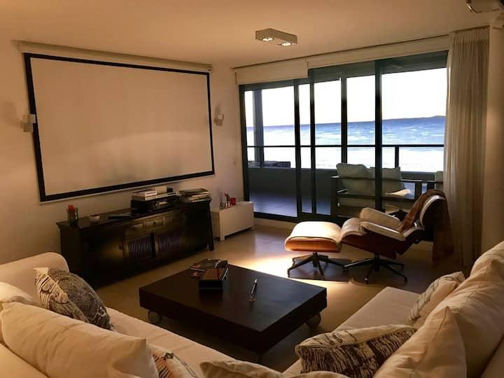 Unique 3 bedrooms apt, 5 stars. Sea front
