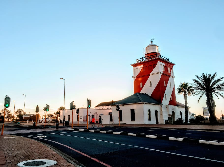 Excellent location, near Mouille Point Lighthouse, great restaurants and the legendary New Port Deli.