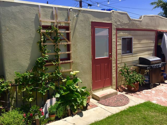 Cute mid town beach bungalow - Ventura - Appartement