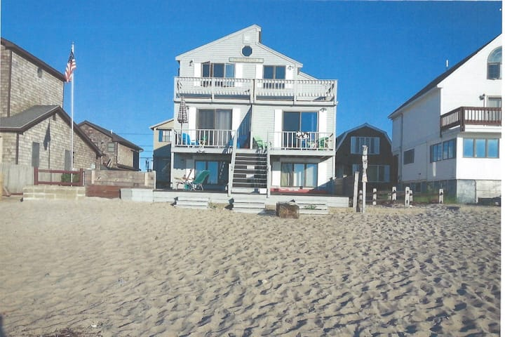 PRISTINE APARTMENT DIRECTLY ON WELLS BEACH