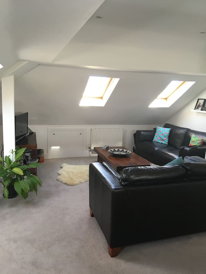 Room in Staines next to town centre & rail station