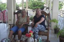 Hostal-La-Marina Pareja de alemanas hospedadas en mi casa