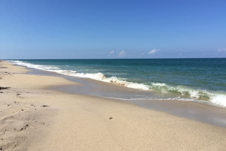 Luxury Villa steps from Beach -Private Heated Pool - เวโรบีช - บ้าน